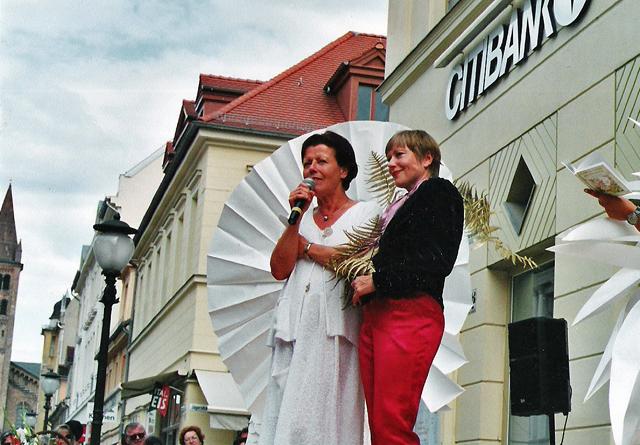 Frederike Frei - Das Kleid zum Verlag